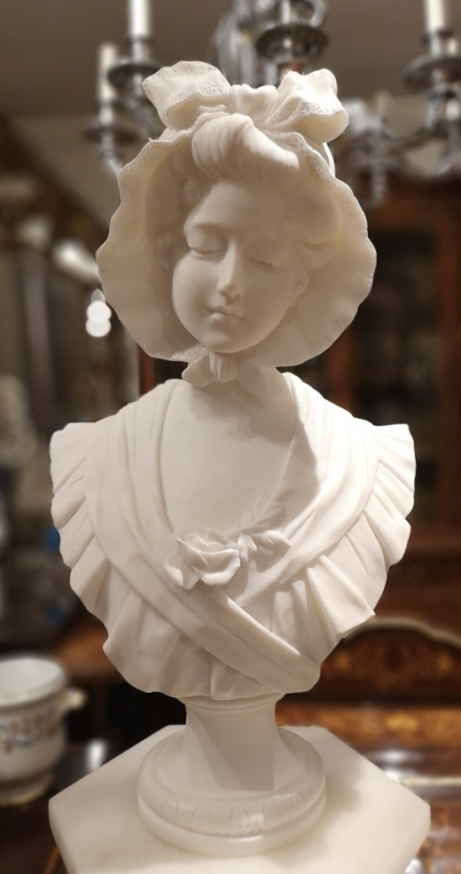 04a_19th century French bust of a girl.jpg
