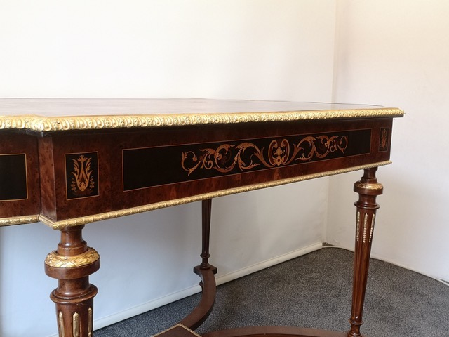 Fine 19th Century French Amboyna Marquetry Centre Table