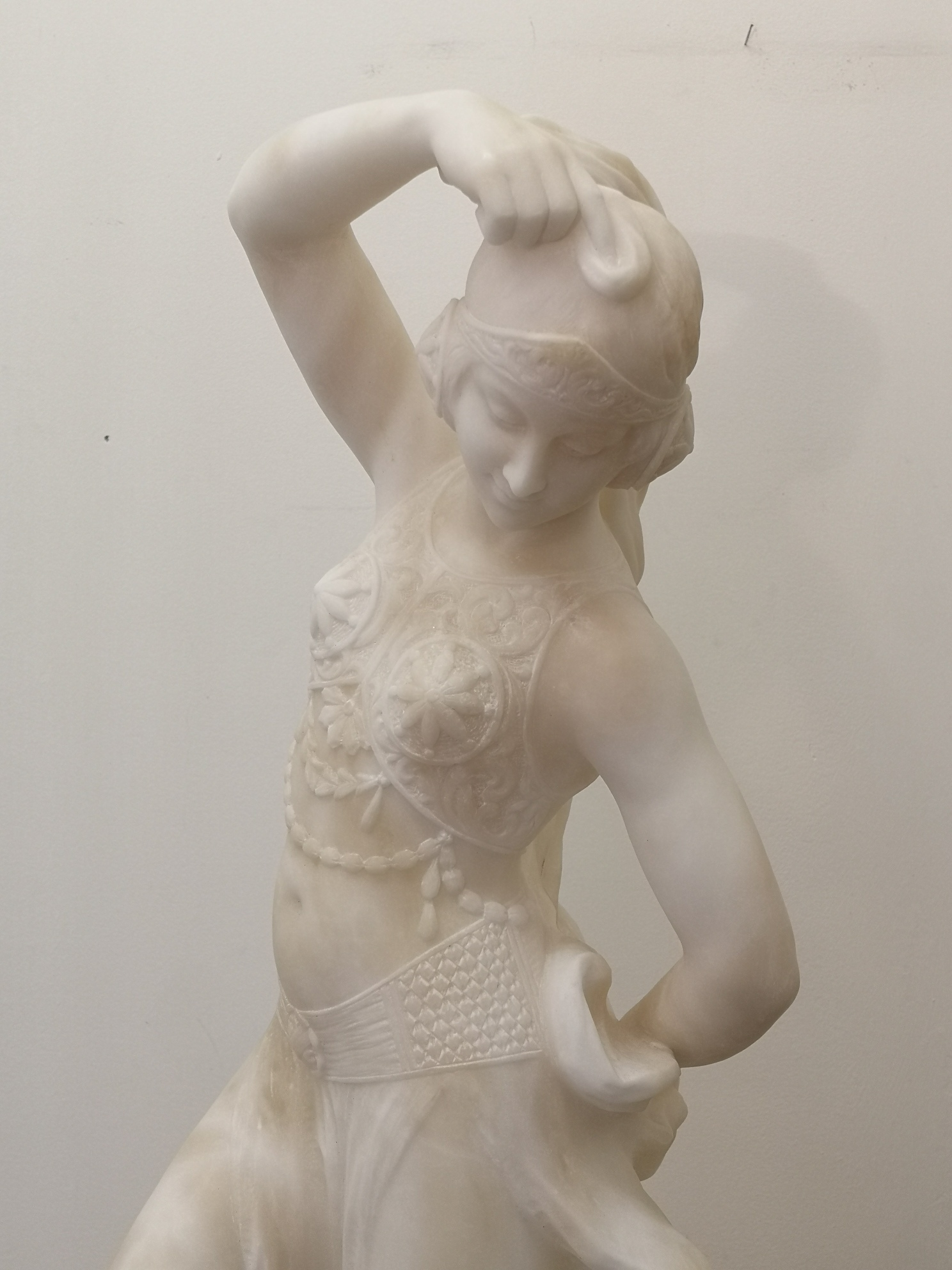 1920s French Marble Sculpture Of A Dancer Woman