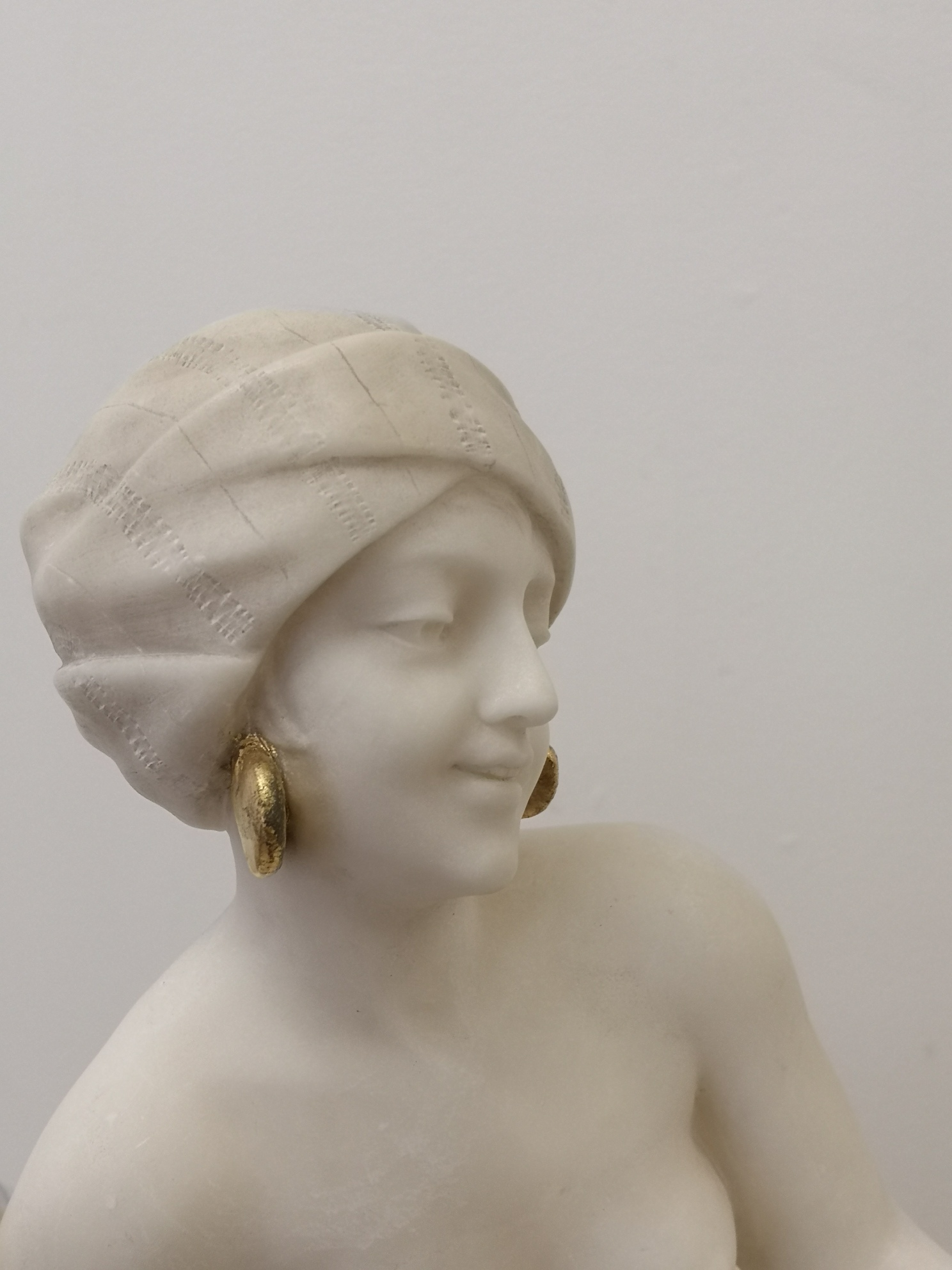 Early 20th Century Italian Marble Sculpture Of A Lady By A Saccardi